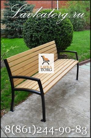 скамейка с подлокотниками из лиственницы