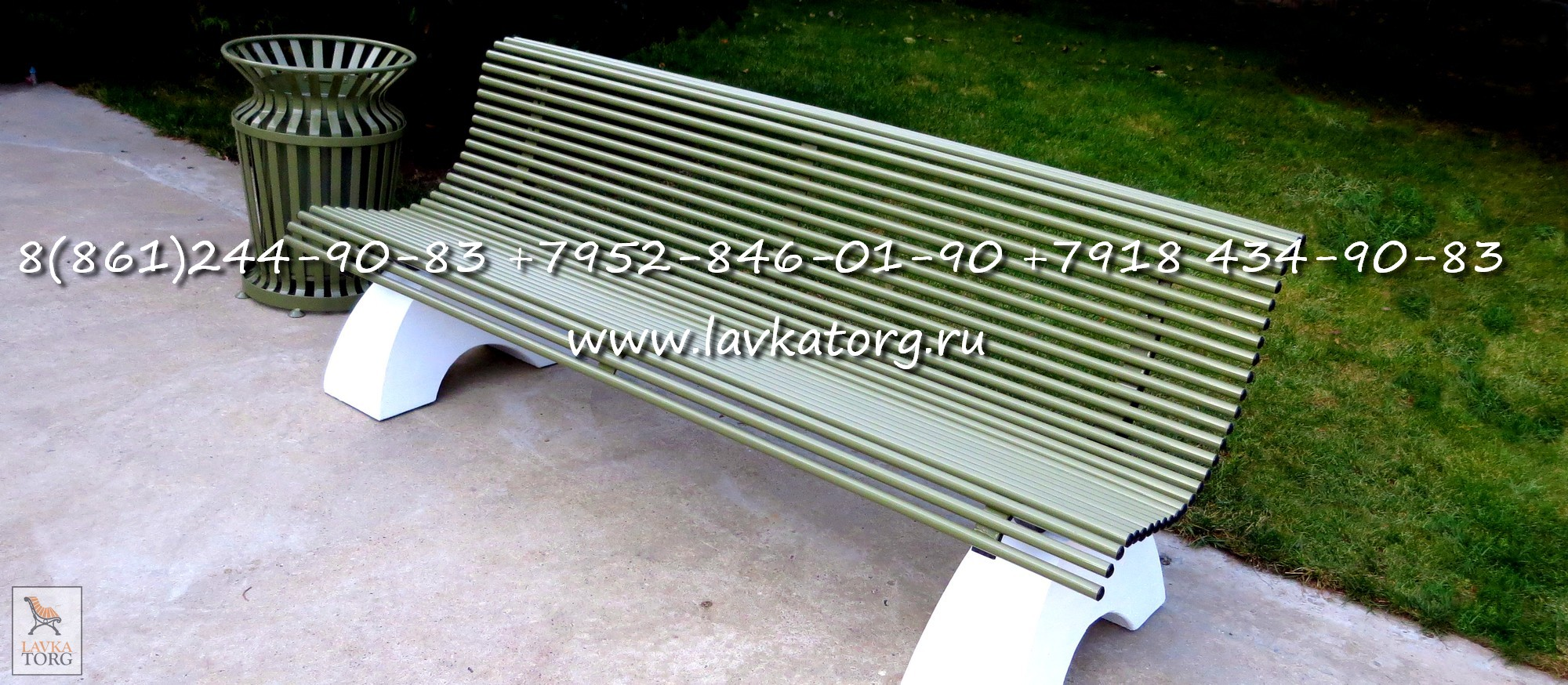 скамейка металлическая на бетоне