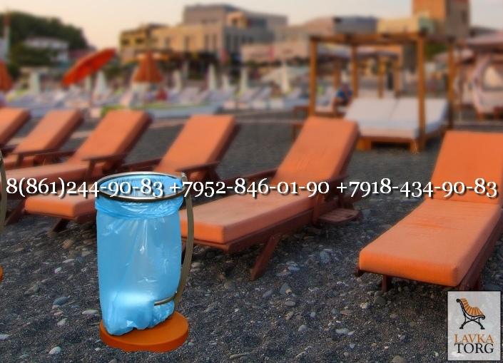 Урна для пляжа на бетоне с мешком для мусора