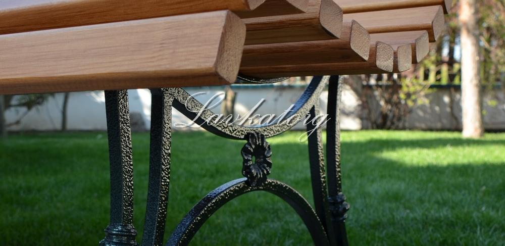 Скамейки из дерева лиственницы на металлических опорах ЛАВКАТОРГ