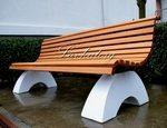 Парковые скамейки на бетонных опорах