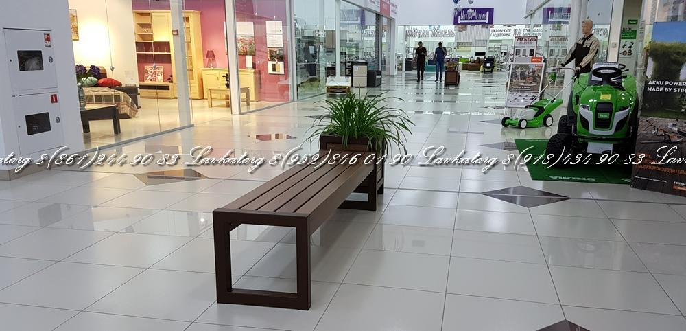 Скамейки и кашпо от ЛАВКАТОРГ в торговом центре краснодара