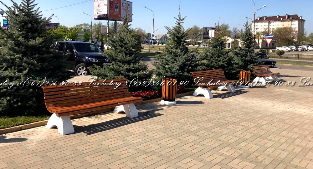 Скамейки и урны из лиственницы на бетонных опорах производство ЛАВКАТОРГ краснодар