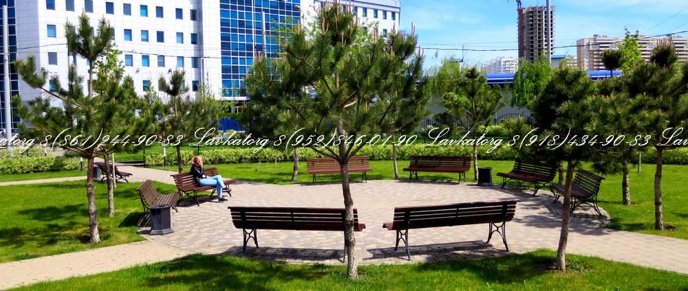 Скамейки из дерева лиственницы на стальных опорах с чугунными вставками от ЛАВКАТОРГ