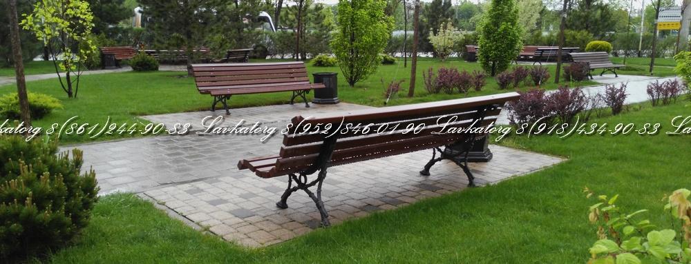 Скамейки чугунные СЧл-2 с сиденьем из лиственницы в сквере на Солнечной